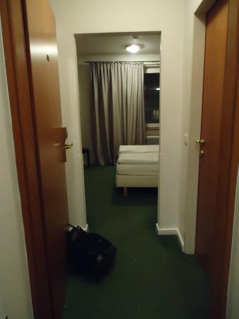 Hotel Neutor: l'entrée de la chambre