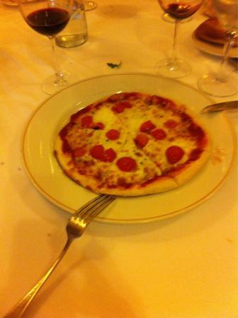 Pizza de 9 euros!!Tamaño infantil y la dueña dice que es por el ...