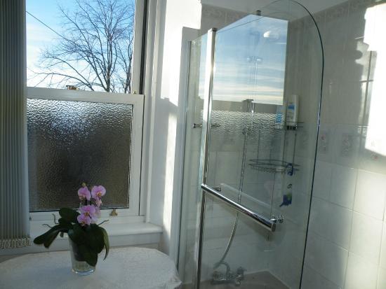 Judy Guest House: Bathroom
