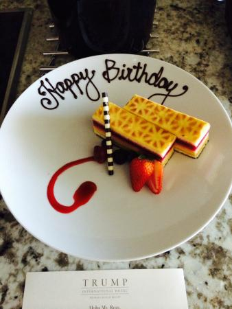 Trump International Hotel Waikiki Birthday Cake
