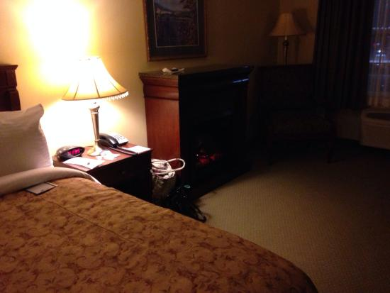 Best Western Plus Grand-Sault Hotel & Suites: Fireplace
