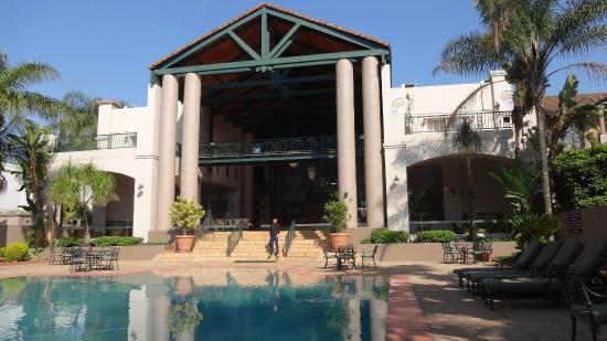 Mercure Nelspruit: Hall by pool