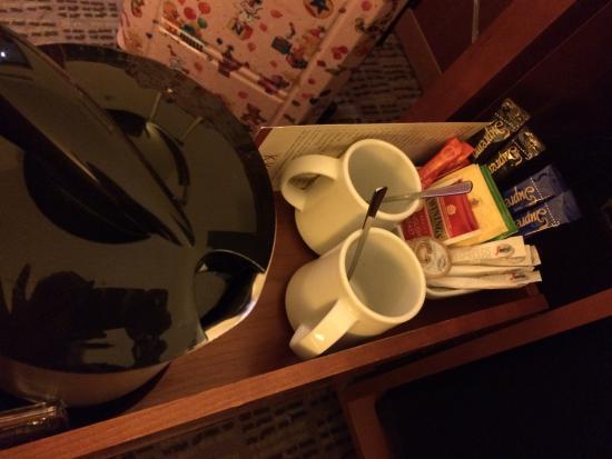 K+K Hotel Cayre: ケトルがあり、お茶も毎日補充していただけました。