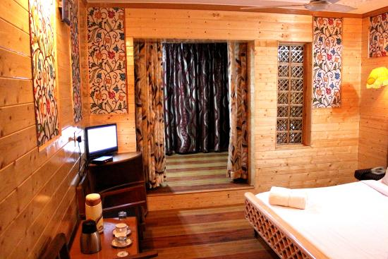 Wood Flooring And Wall Ceiling Picture Of Hotel York Srinagar