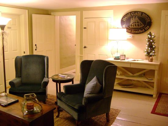 Sea Meadow Inn at Isaiah Clark House: One of Two Common Rooms at the Inn