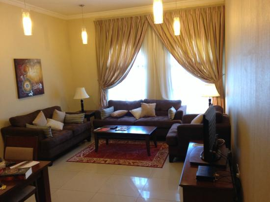 Perfect Doha Downtown Hotel Apartments: Livingroom