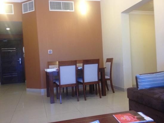 Doha Downtown Hotel Apartments : Diningroom table