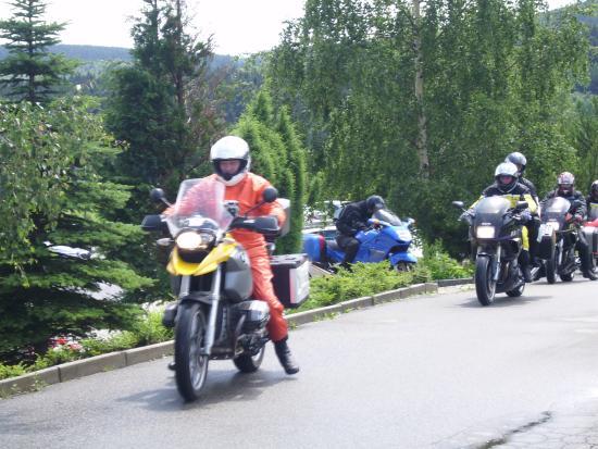 "Hotel & Restaurant ""Danelchristelgut"": Biker am Hotel"