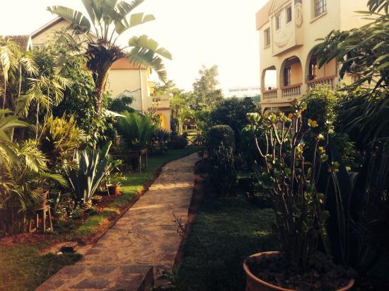 Hotel Manoir Rouge : Le jardin de l'hotel