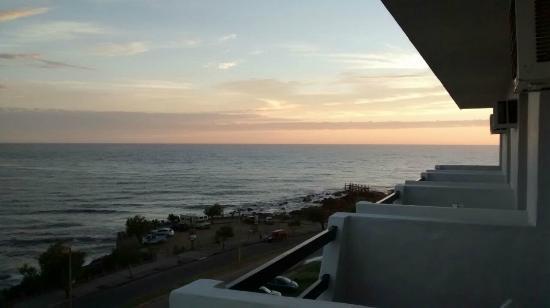 Hotel Morgan Bay: Final de tarde pela sacada do apto 401