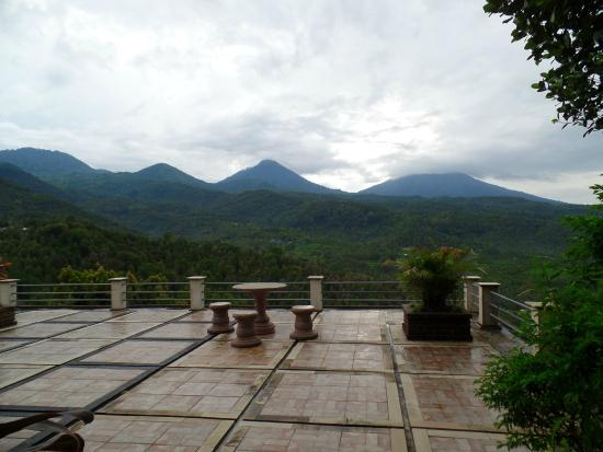 Puri Alam Bali Bungalows: Not the rooftop cafe, but a different terrace area