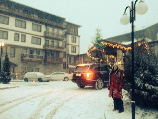 Green Life Ski & Spa Resort: λιγο χιονι εξωτερικά