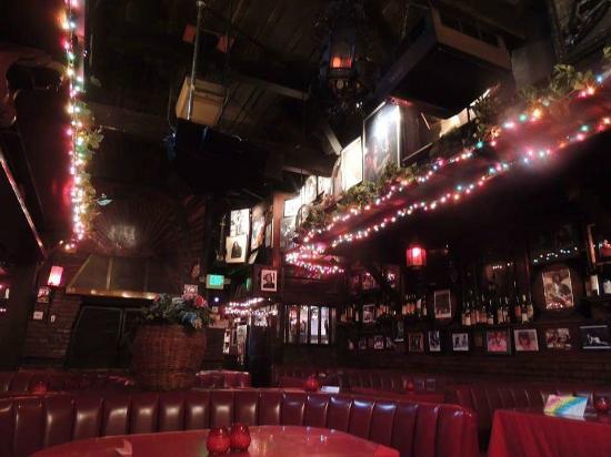 Rainbow Bar & Grill: Inside
