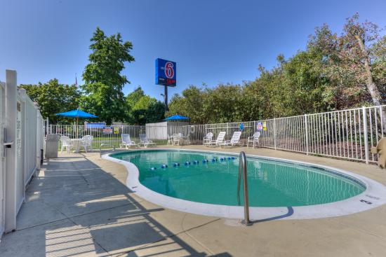 Motel 6 Portland South - Lake Oswego /Tigard: Pool