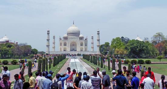 Taj Mahal: Crowd in the noon