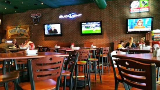 Tacos & Tequilas: Nice environment for biz lunch, dinner or watching a sporting event