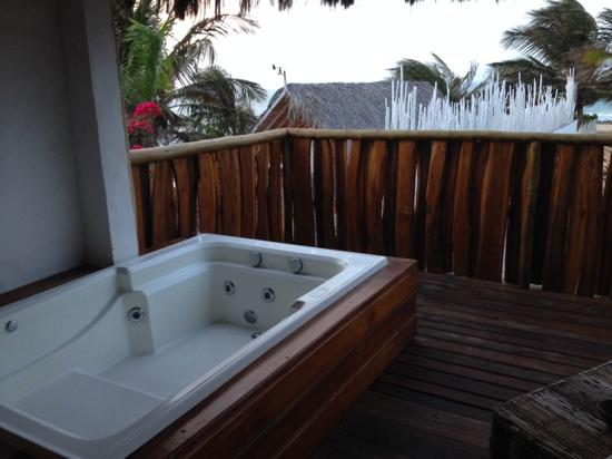 Outdoor private Jacuzzi . - Picture of Hotel Hurricane Jeri ...