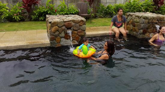 Los Mandarinos Boutique Spa & Hotel Restaurant: Las chicas en la piscina