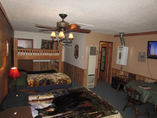 Best Bear Lodge & Campground: Suite 3