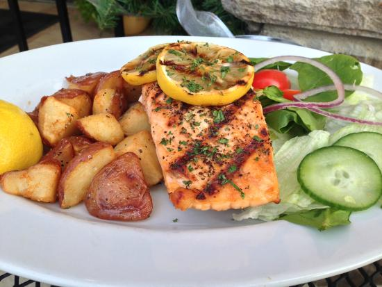 The Tuscan Table : Grilled Salmon Feature
