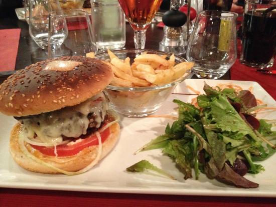 Le hamburger maison picture of restaurant la maison for Restaurant la maison rouge chambery