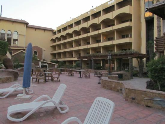 Amarante Pyramids Hotel : The pool and building A