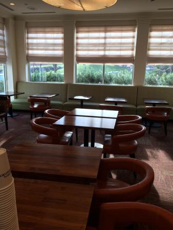 Hilton Garden Inn Cleveland/Twinsburg: The Grille seating