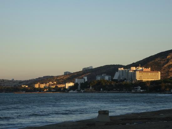 Sentinus Beach Hotel: Beach front