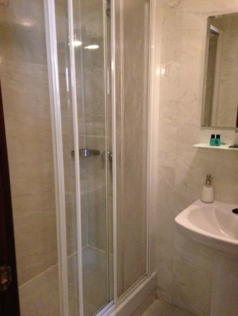 THC Bergantin Hostel: Banheiro