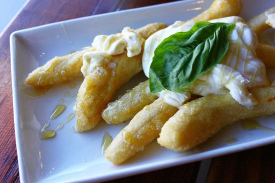 Il Lazzarone : Fried dough topped with creamy marscappone, honey and hand whipped cream