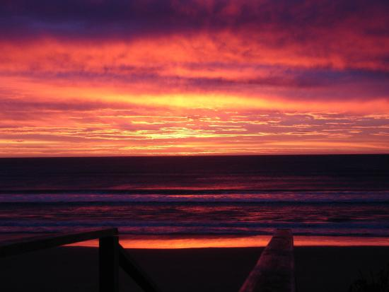 Ocean Beach Motor Lodge: sun rise at ocean beach Gisbourne