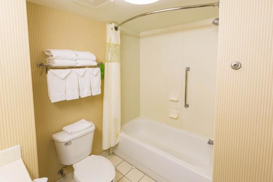 Hampton Inn Washington: Accessible bathroom