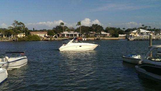 Clearwater Boat Rentals: Outside the pub