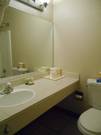 Pacific Inn Monterey: Salle de bains