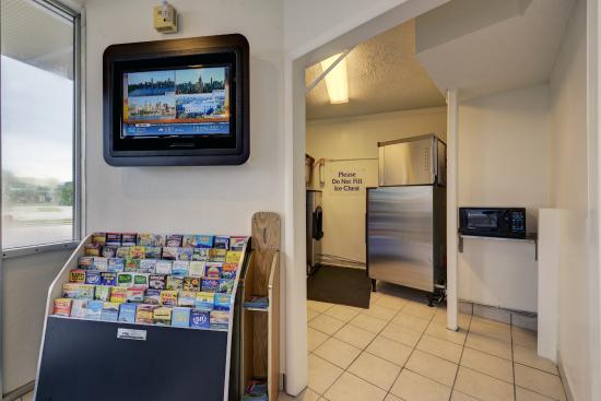 Motel 6 Cocoa Beach: Vending