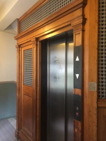 1831 Boutique Hotel : The elevator