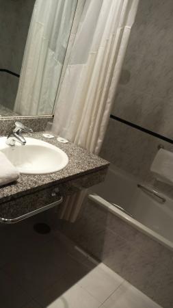 Holiday Inn Express Madrid - Tres Cantos: Baño