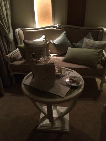 Hasdrubal Thalassa & Spa Djerba: Le coin salon avec cadeau de bienvenue