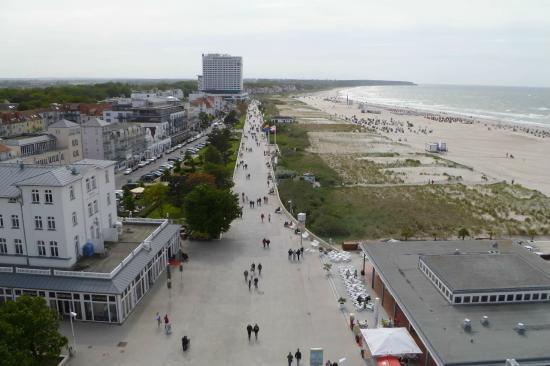 Leuchtturm Warnemünde: View of Baltic beach from tower
