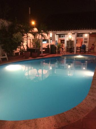 Casa Relax Bed & Breakfast: Pool by night.