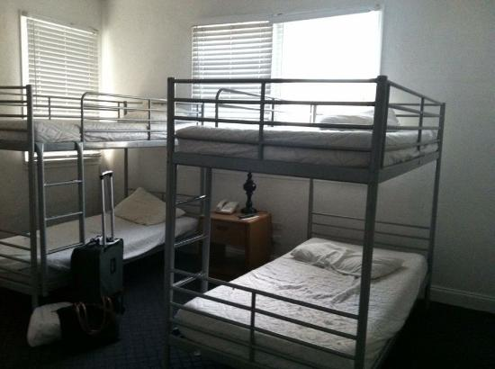AAE Miami Beach Lombardy Hotel: Camas habitación cuádruple