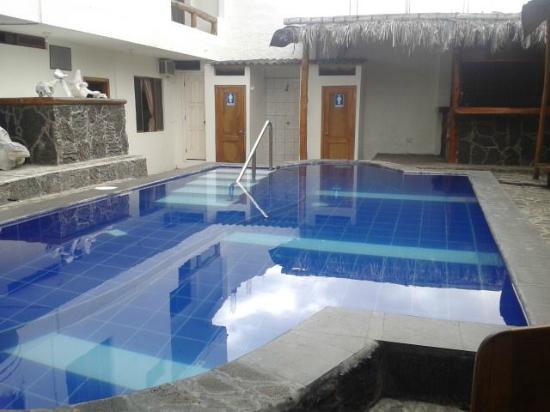Galapagos Islands Hotel: Piscina