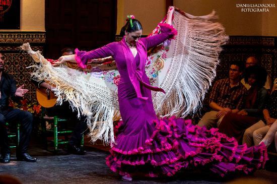 La Casa del Flamenco Auditorio Alcantara: Susana Casas bailando por alegrías
