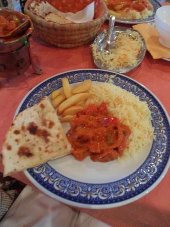 Maharaja Palace : Vegetarian soya meat curry, fried rice, chips and cheesy naan