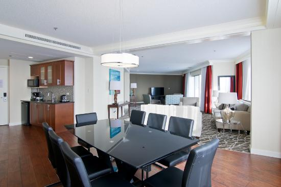Chateau Lacombe Hotel: Royal Parlour Suite
