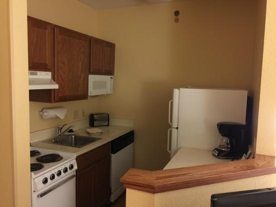 TownePlace Suites Chicago Lombard : kitchen