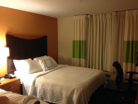 Fairfield Inn & Suites Lexington North : Guest Room