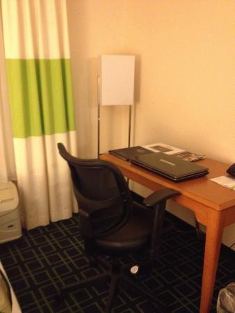 Fairfield Inn & Suites Lexington North: Guest Room