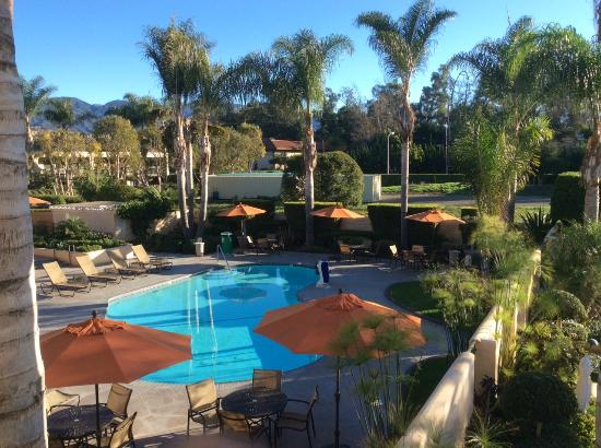 Best Western Plus South Coast Inn: Beautiful, relaxing grounds