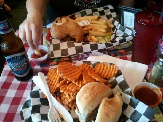 Huey's: Food